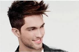 Vuoi un taglio di capelli uomo trendy? Affidati ai nostri consigli